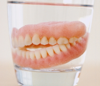 Dentures in glass filled with water