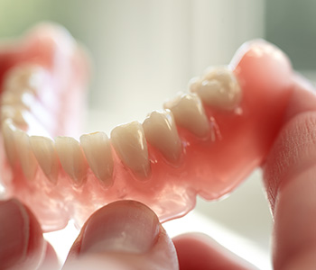 Farragut dentist reviews the cost of full and partial dentures