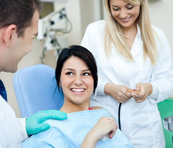 How are Farragut area residents determined to be good candidates for dental implants?