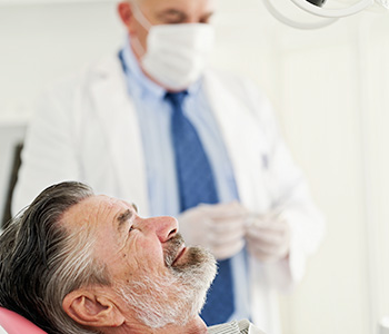 What can Knoxville, TN patients expect before, during, and after the dental implants procedure?